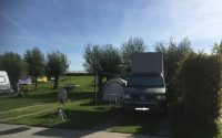 camperplaatsen met gras-strook